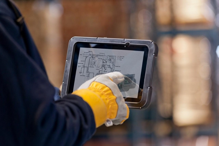 5 Considerations When Selecting a Rugged Tablet for Industrial Use